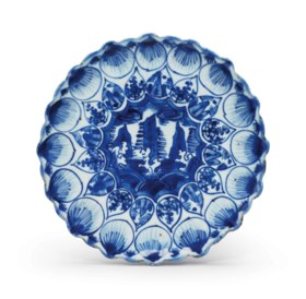 A BLUE AND WHITE PETAL-MOLDED DISH
