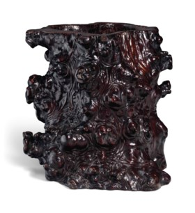 A LACQUERED ROOTWOOD SCROLL POT