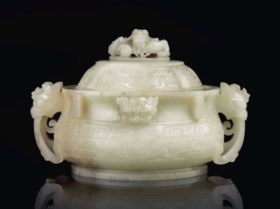 A WELL-CARVED WHITE JADE ARCHAISTIC CENSER AND COVER