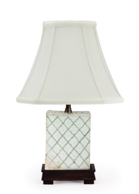 A CHINESE PORCELAIN VASE, MOUNTED AS A LAMP
