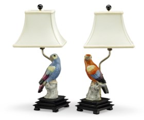 A PAIR OF CONTINENTAL PORCELAIN MODELS OF PARROTS, MOUNTED A