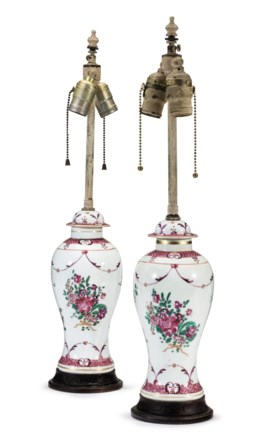 A PAIR OF SAMSON PORCELAIN VASES AND COVERS, MOUNTED AS LAMP