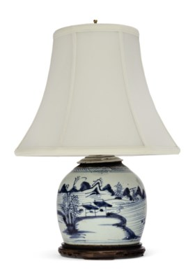 A 'CANTON BLUE AND WHITE' GLOBULAR FORM LAMP