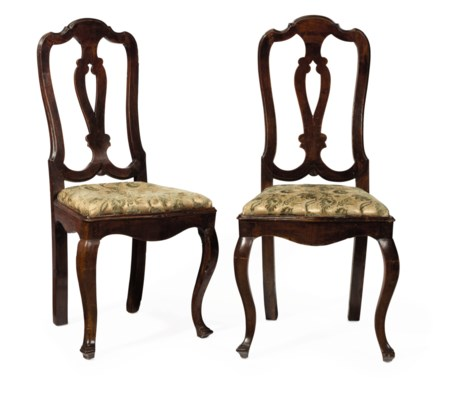 A PAIR OF ITALIAN WALNUT SIDE CHAIRS