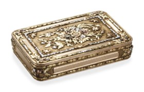 A FRENCH SILVER-GILT, SILVER AND VARI-COLOUR GOLD SNUFF BOX