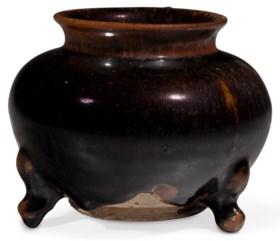A CIZHOU-TYPE TRIPOD JAR
