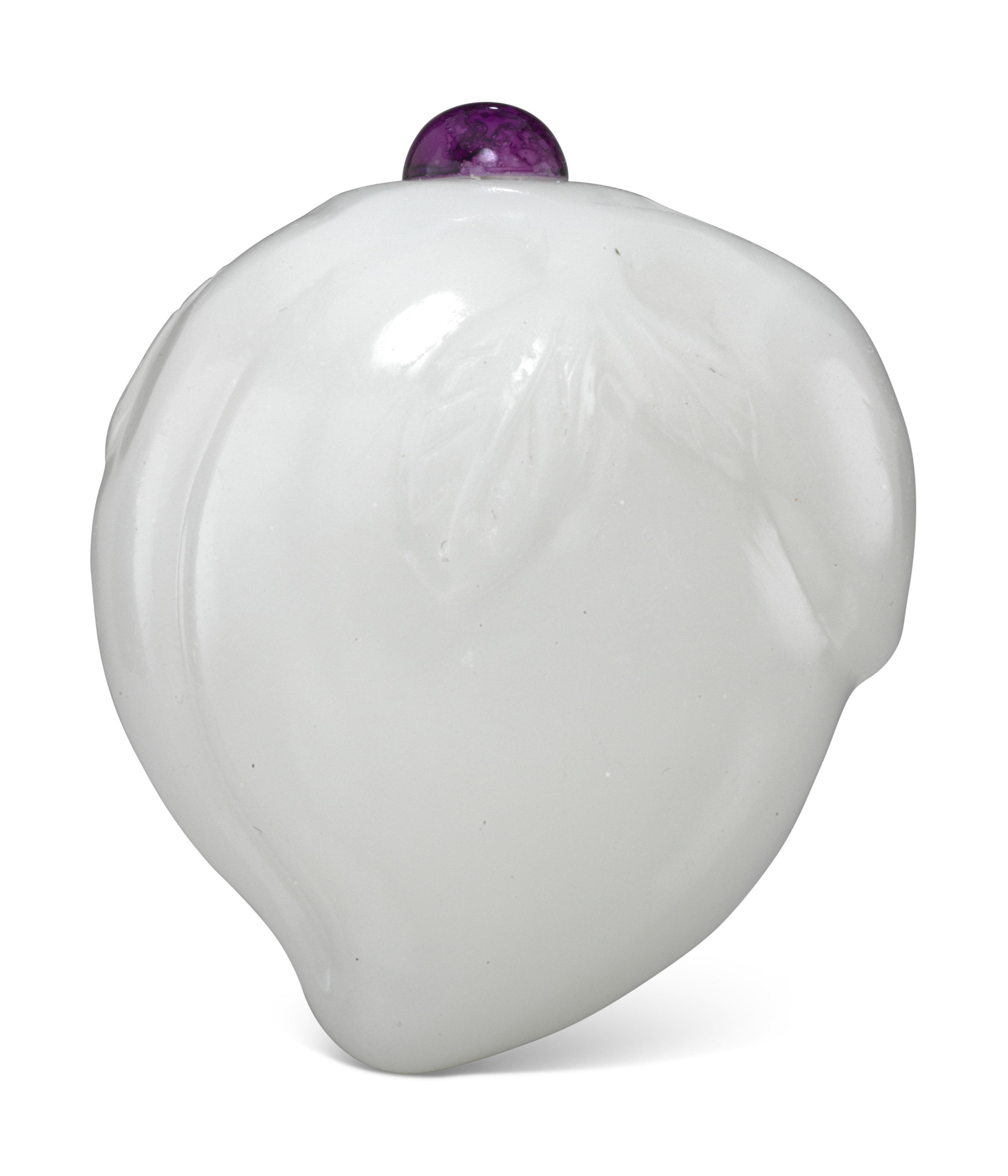 A WHITE GLASS PEACH-FORM SNUFF BOTTLE