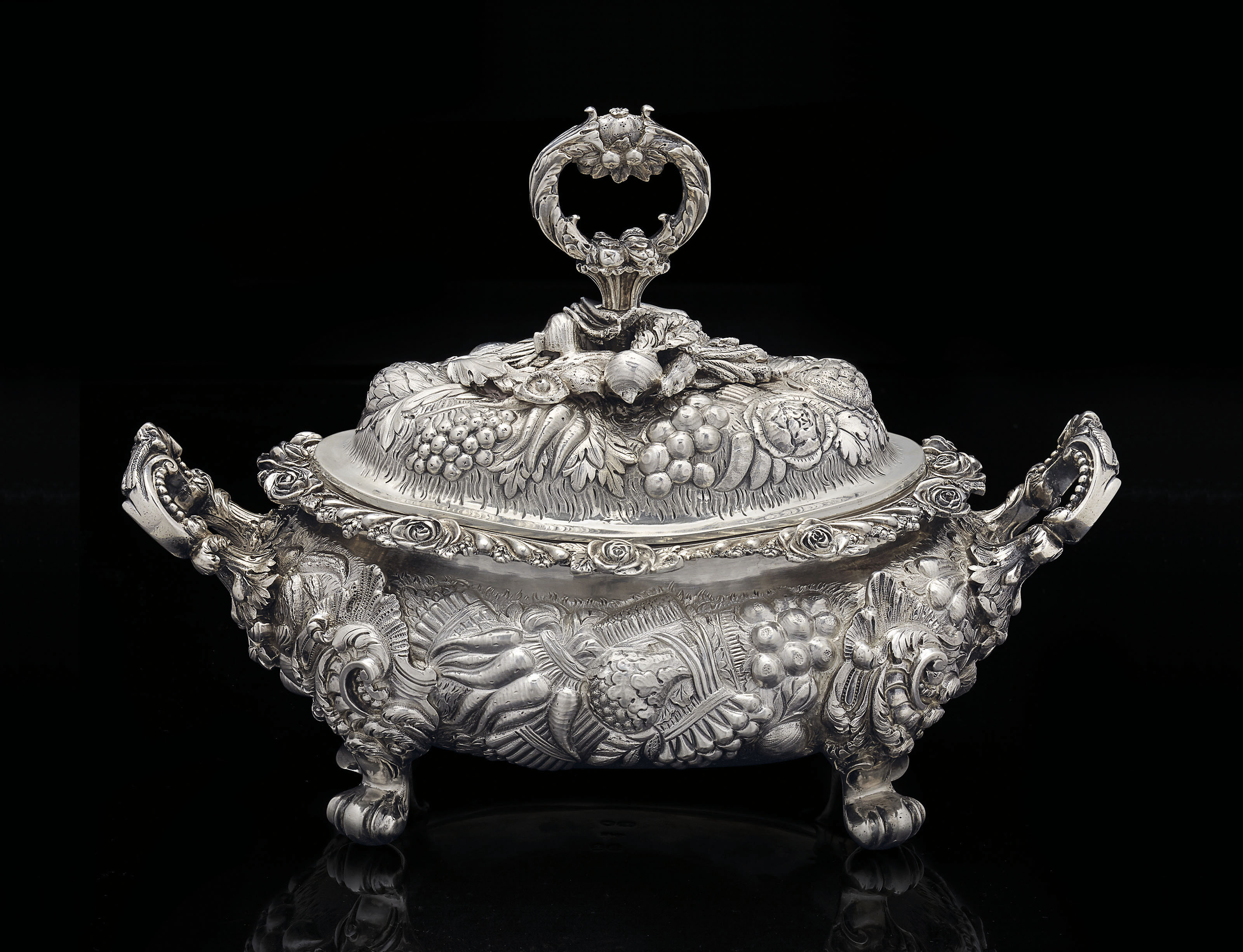 A GEORGE IV SILVER SAUCE-TUREEN AND COVER FROM THE DUKE OF YORK SERVICE
