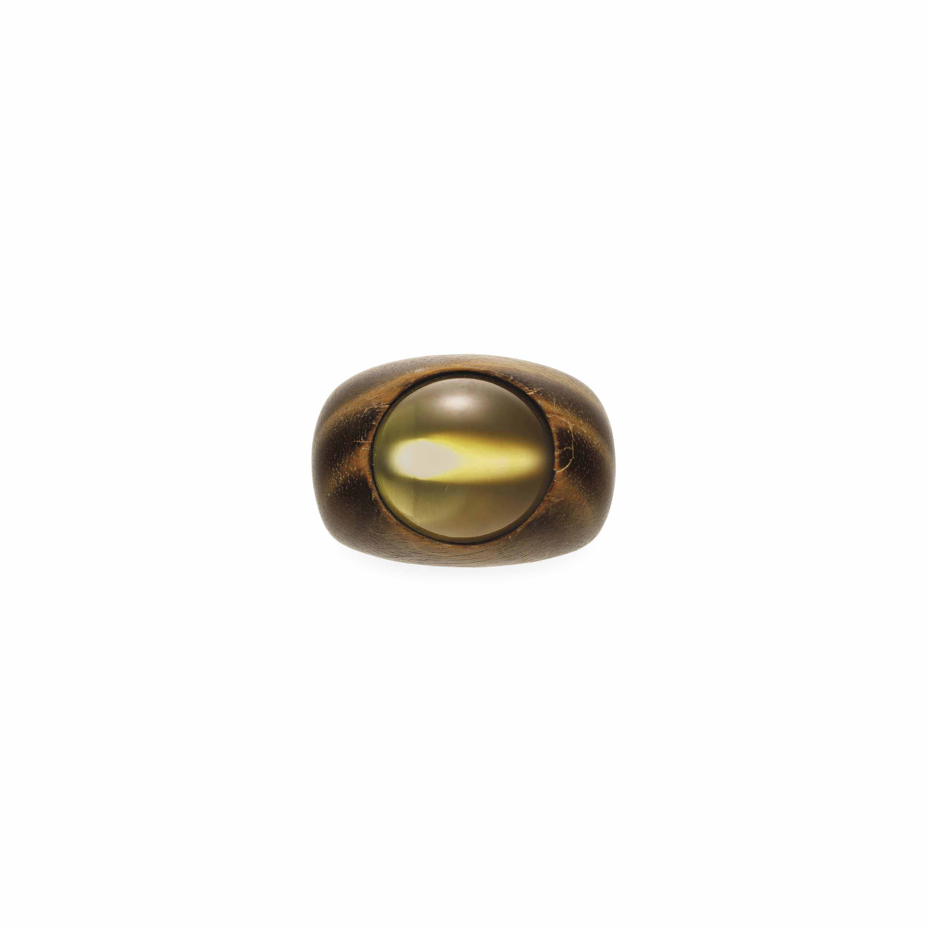 A CAT'S EYE CHRYSOBERYL, WOOD AND GOLD RING, BY HEMMERLE