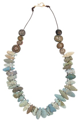 AN EGYPTIAN FAIENCE PENDANT AND MOSAIC GLASS BEAD NECKLACE