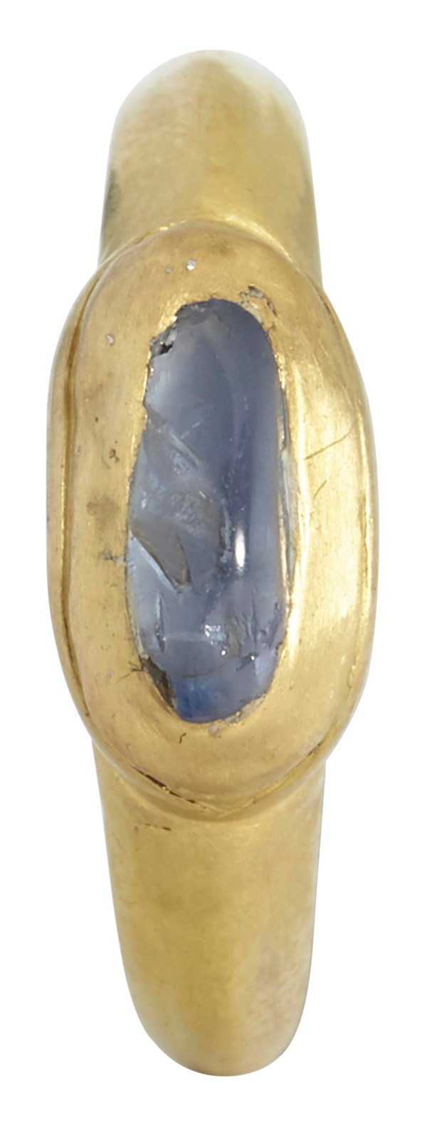 A CENTRAL ASIAN GOLD AND SAPPHIRE FINGER RING