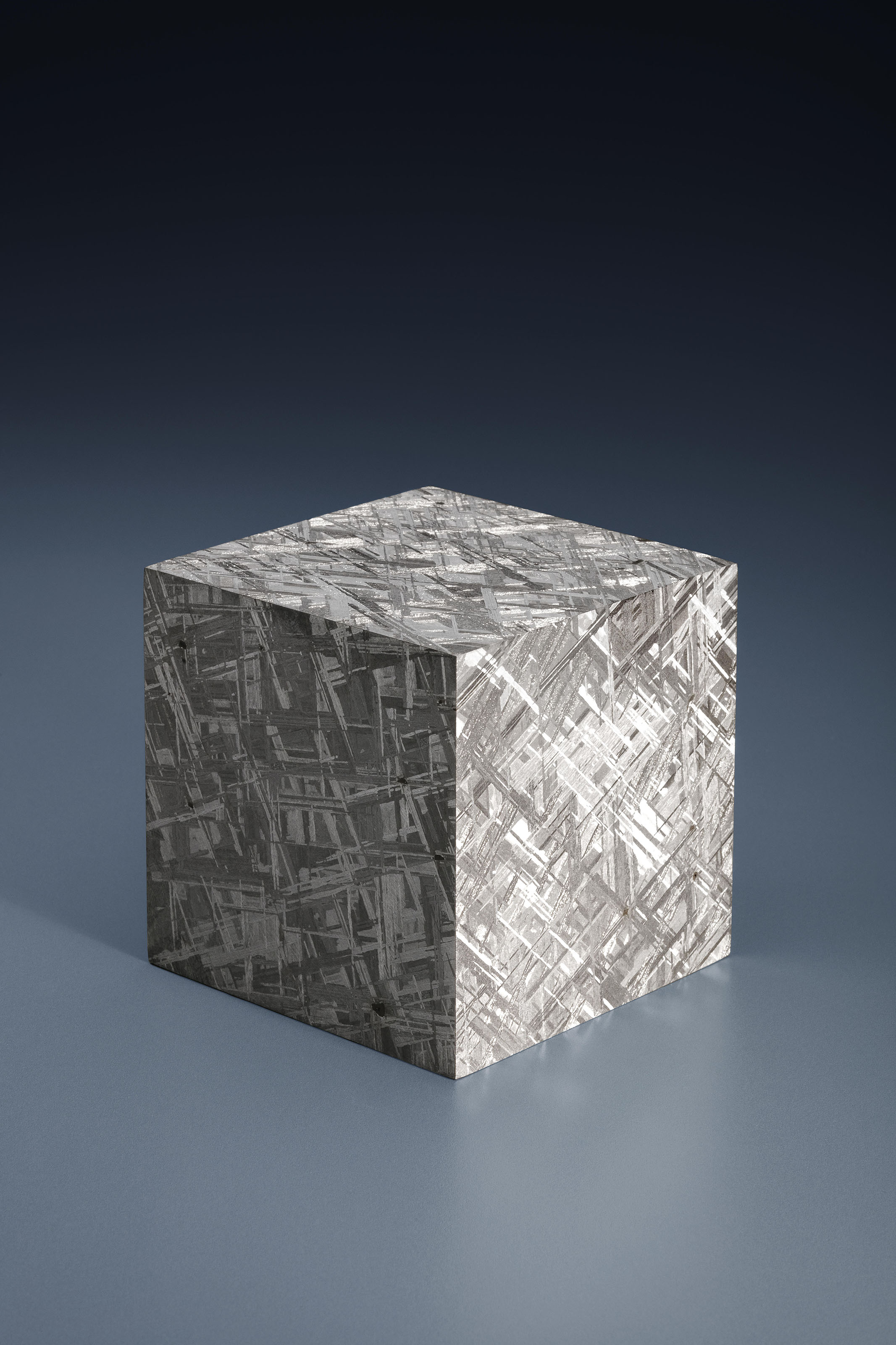 MUONIONALUSTA METEORITE CUBE — CRYSTALLINE STRUCTURE DRAMATIZED IN THREE DIMENSIONS