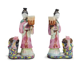 A PAIR OF CHINESE EXPORT FAMILLE ROSE COURT LADY CANDLEHOLDERS