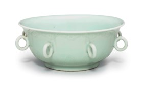 AN UNUSUAL CELADON-GLAZED INCISED BOWL WITH LOOP HANDLES