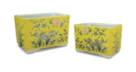 A PAIR OF GRISAILLE-DECORATED YELLOW-GROUND RECTANGULAR JARD