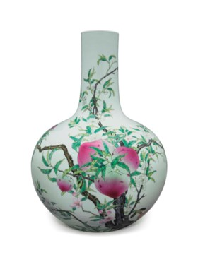 A LARGE FAMILLE ROSE 'NINE PEACH' BOTTLE VASE