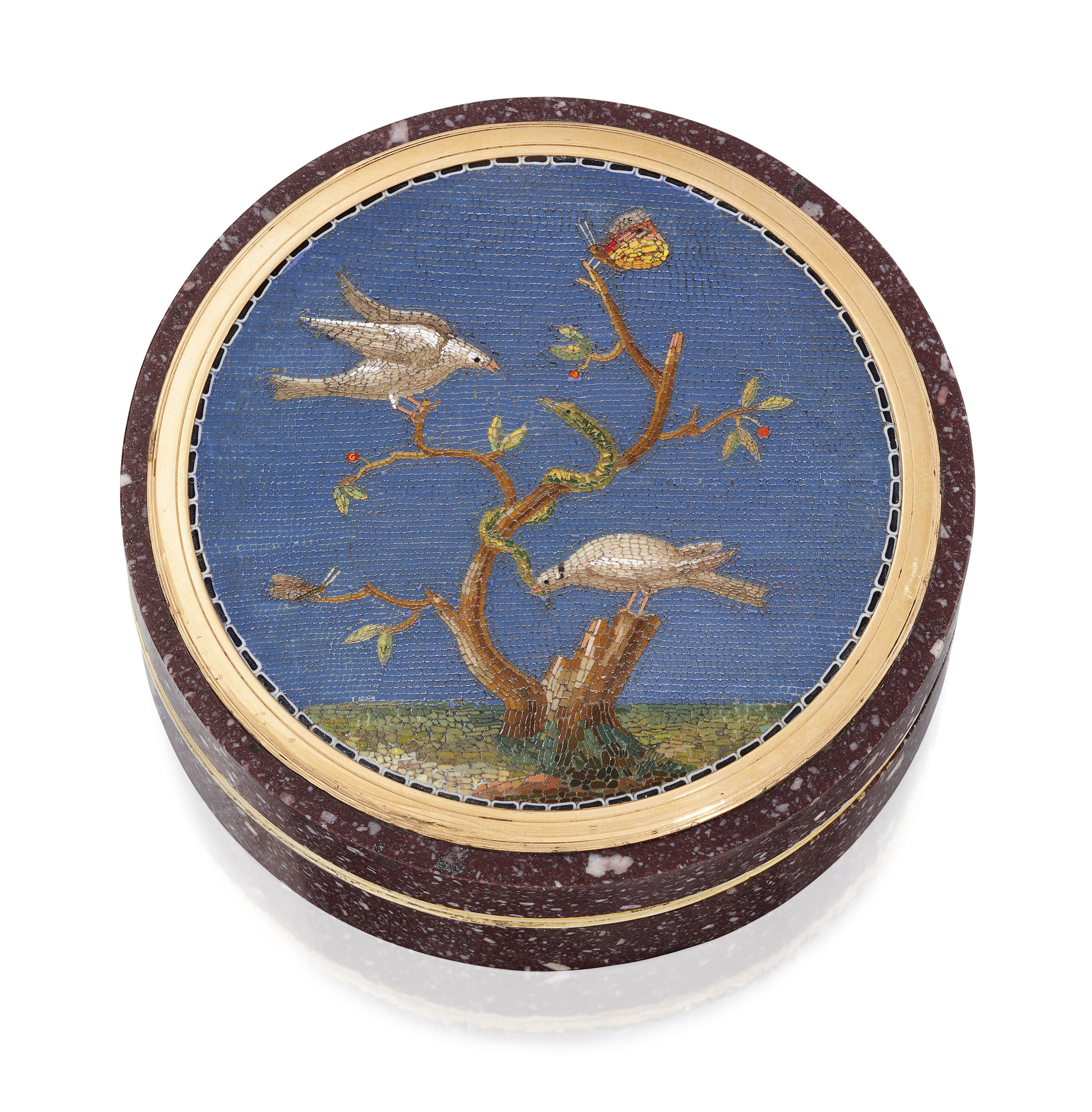 AN ITALIAN SILVER-GILT MOUNTED HARDSTONE BONBONNIÈRE SET WITH A MICROMOSAIC PLAQUE