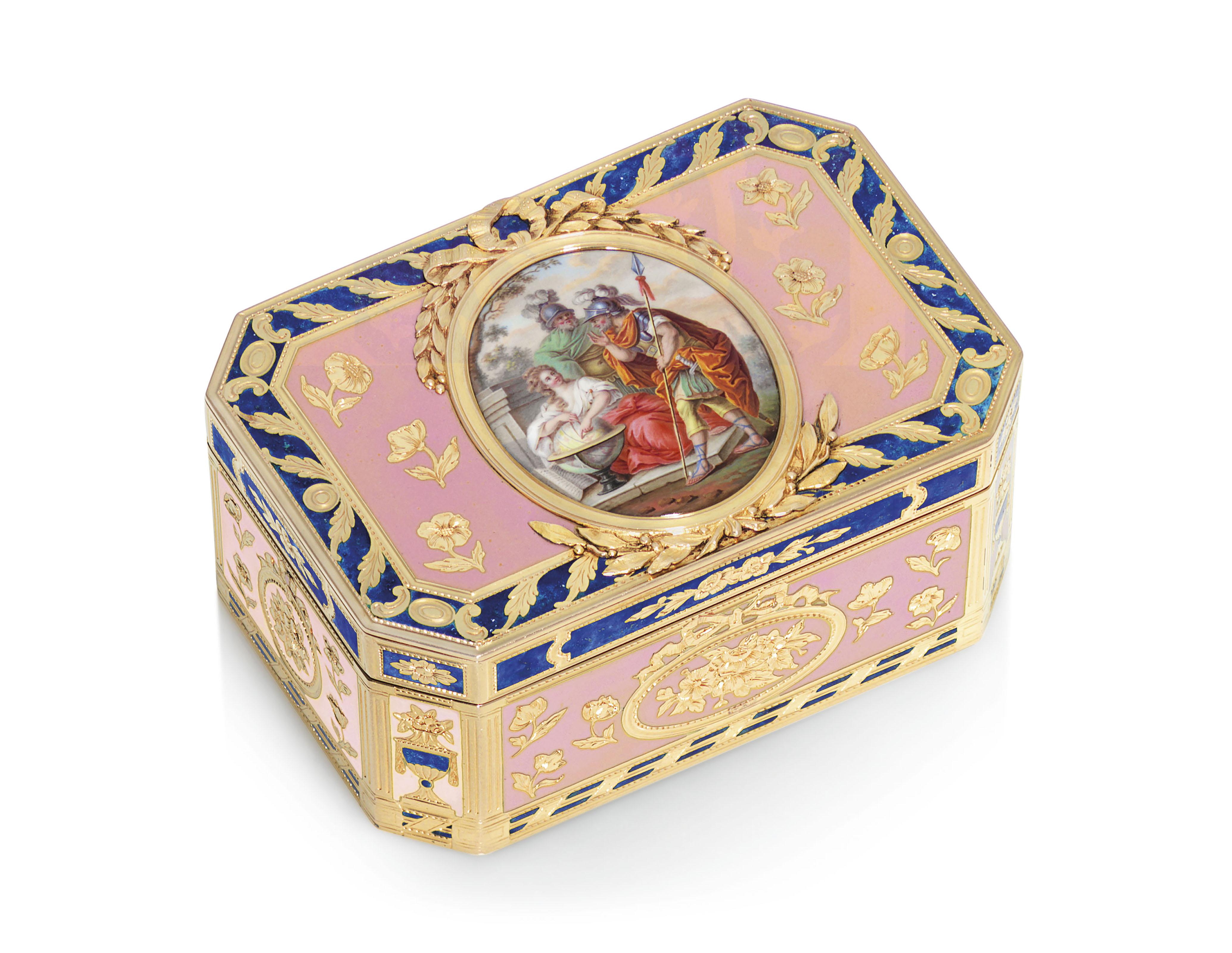 路易十六时期珐琅黄金鼻烟盒,Charles Brisson(活跃于1761-1793年间),附标记,巴黎,178-1781,附有Henri Clavel 1780-1782年课税申报标章,以及法国1838年后限制保证金标。宽2 78英寸(72毫米)。此拍品于2019年12月5日在佳士得伦敦售出,成交价57,500英镑