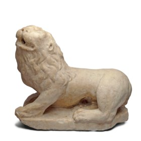 AN ITALIAN MARBLE SCULPTURE OF A RECUMBENT LION
