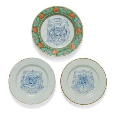 A PAIR OF RARE CHINESE BLUE AND WHITE ARMORIAL PLATES AND A THIRD RARE...