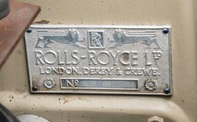 A ROLLS-ROYCE SILVER WRAITH
