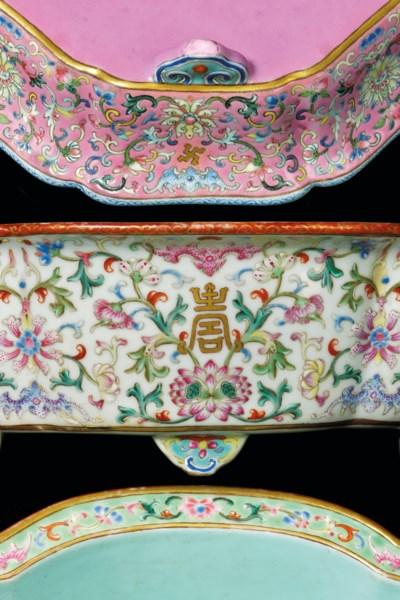 A PAIR OF CHINESE WHITE-GROUND