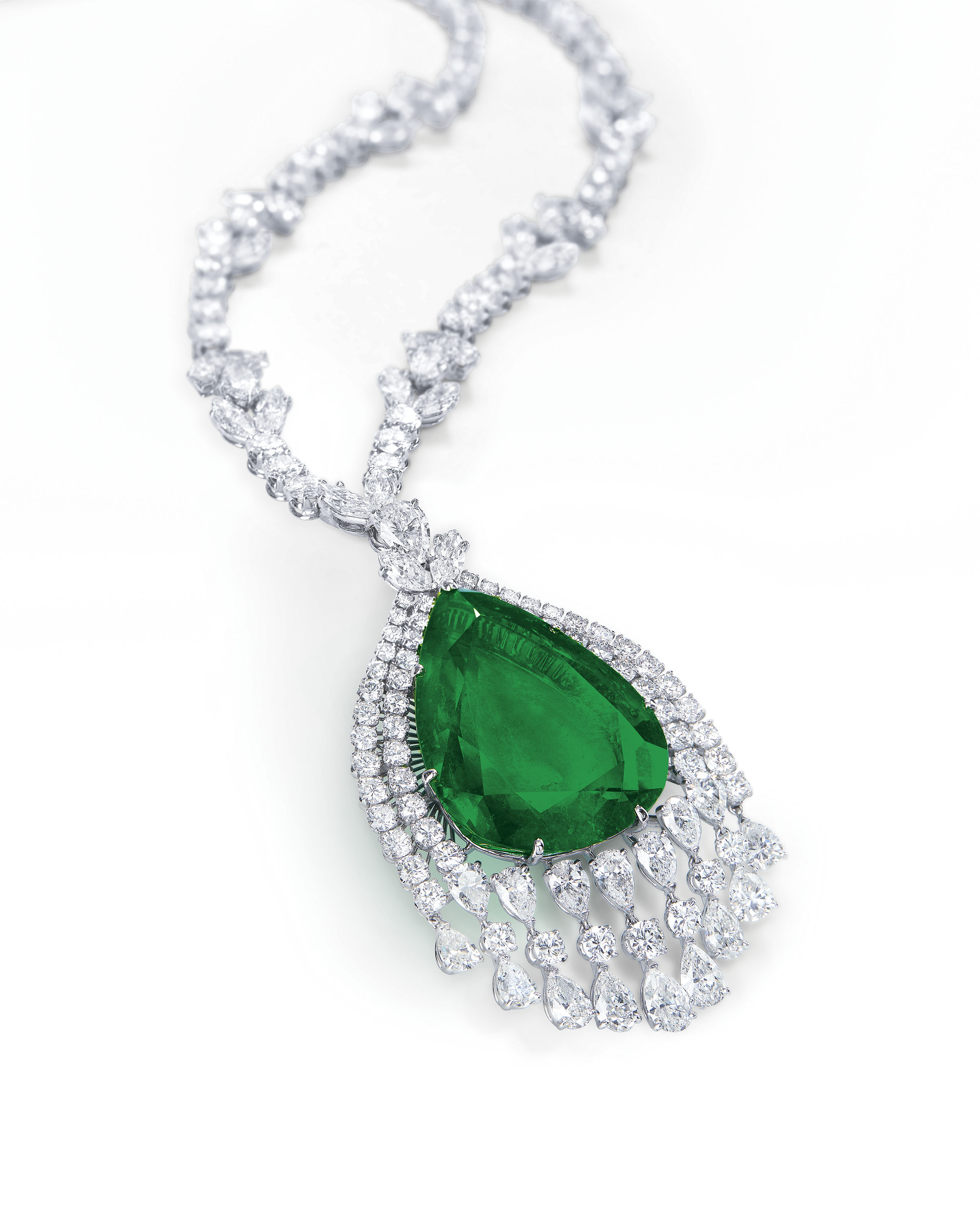 SUPERB EMERALD AND DIAMOND PENDENT NECKLACE