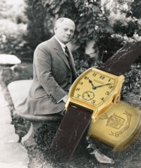 Patek Philippe. An extremely fine, historically important and unique 18K gold tonneau-shaped minute repeating wristwatch engraved with the Graves family coat-of-arms, made for Henry Graves Jr.