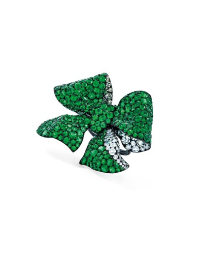 EMERALD AND DIAMOND BOW RING,