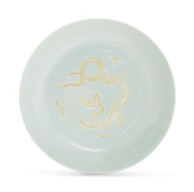 A RARE WHITE-GLAZED BISCUIT-DECORATED 'DRAGON' DISH
