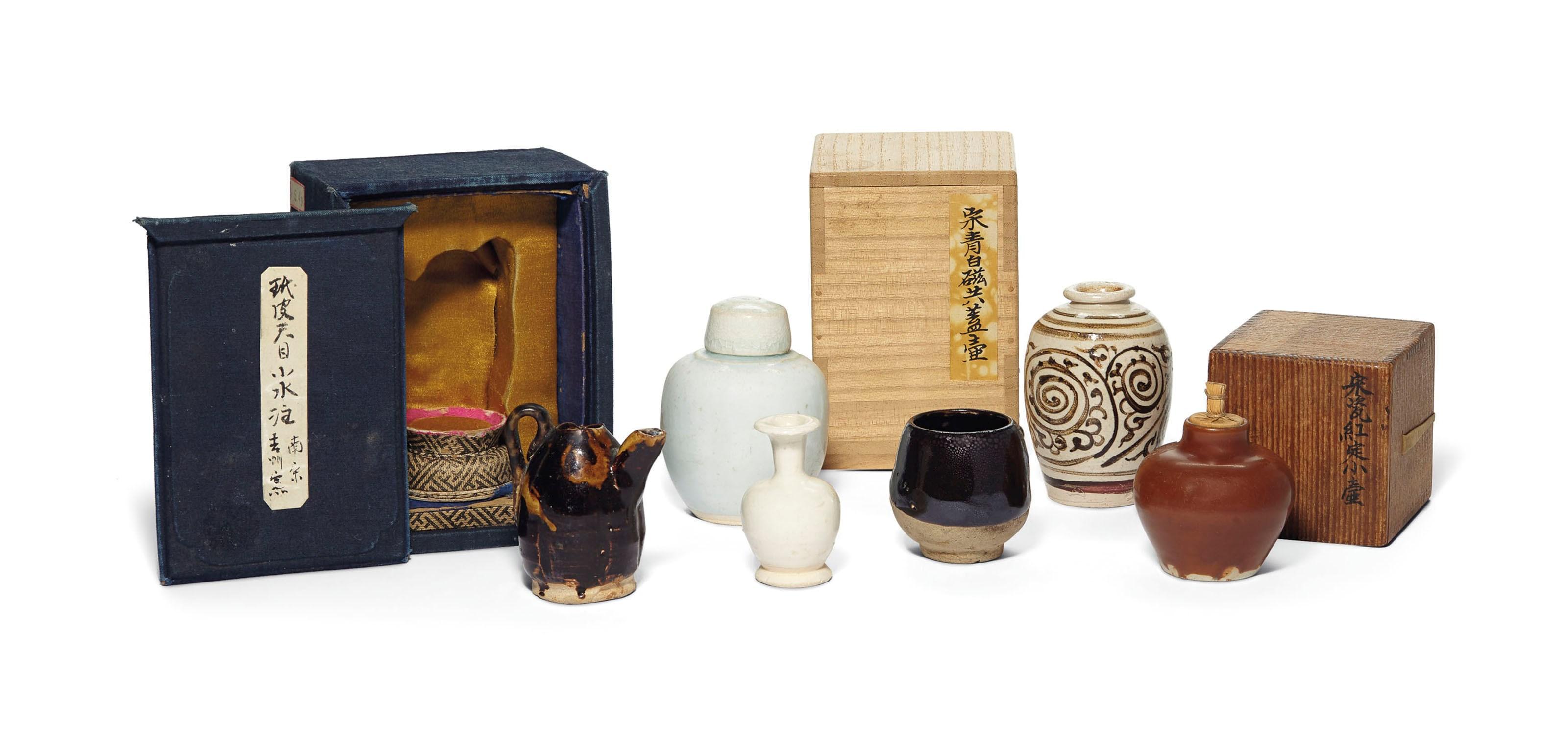 宋元 各窑口小罐、小壶、小瓶 一组六件,最高一件高3⅛ 吋(8公分)。2019年3月22日于佳士得纽约售出,成交价7,500美元