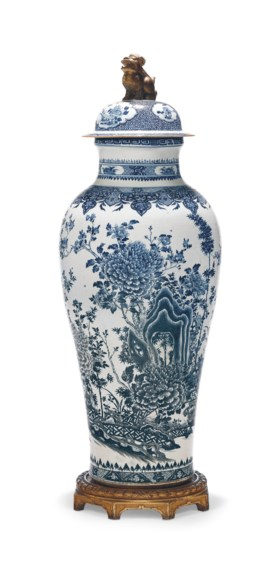 A MASSIVE BLUE AND WHITE SOLDIER VASE AND COVER