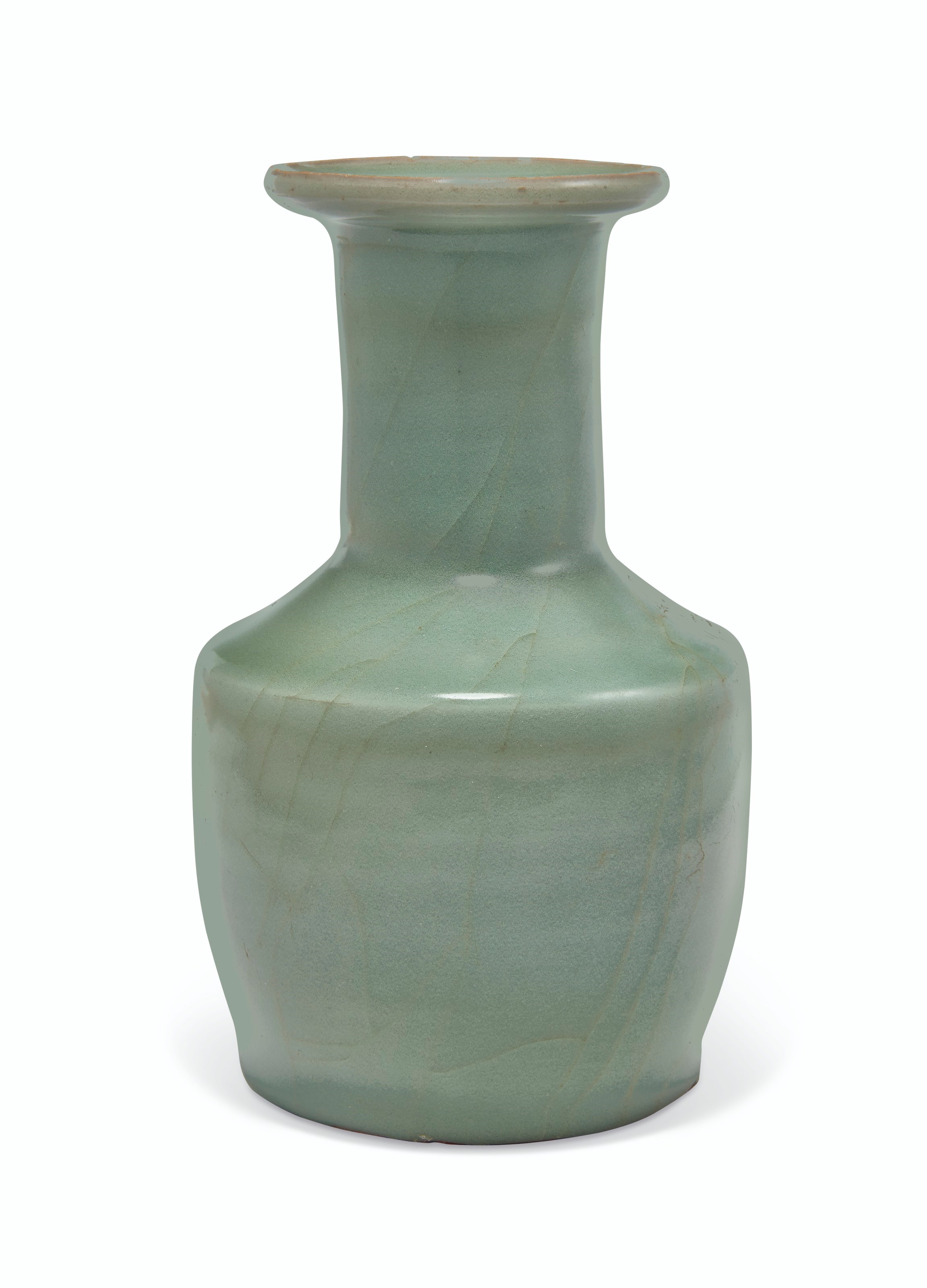 南宋 龙泉青釉纸槌瓶,直径6 吋(15.5公分)。估价:20,000-30,000美元。此拍品将于2019年9月13日佳士得纽约重要中国瓷器及工艺精品拍卖呈献