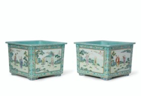 A RARE PAIR OF FAMILLE ROSE TURQUOISE-GROUND SQUARE JARDINIÈ