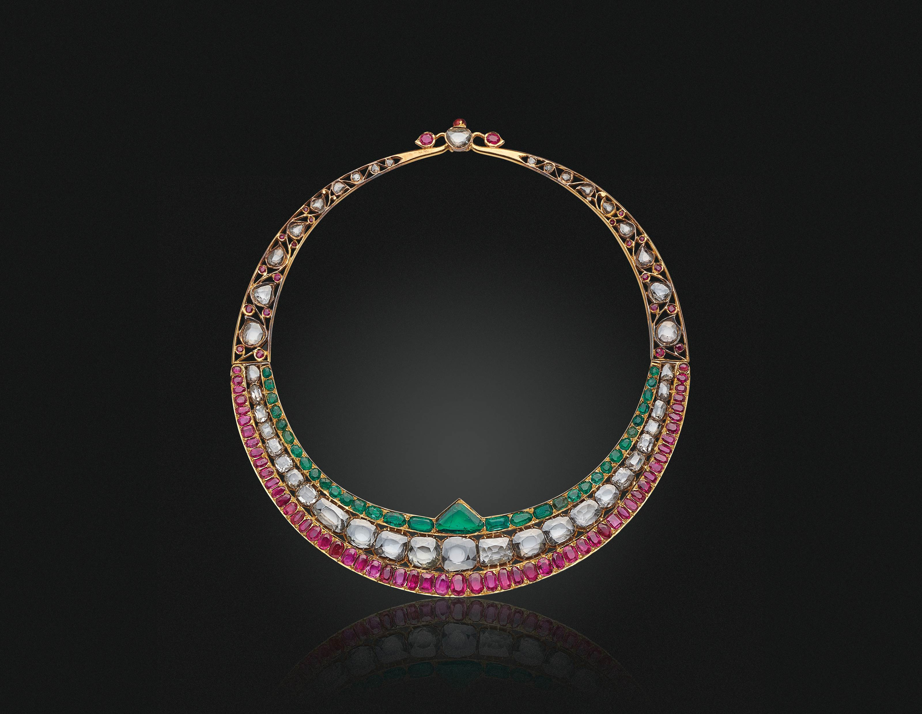 AN ANTIQUE DIAMOND, EMERALD, RUBY AND ENAMEL COLLAR NECKLACE