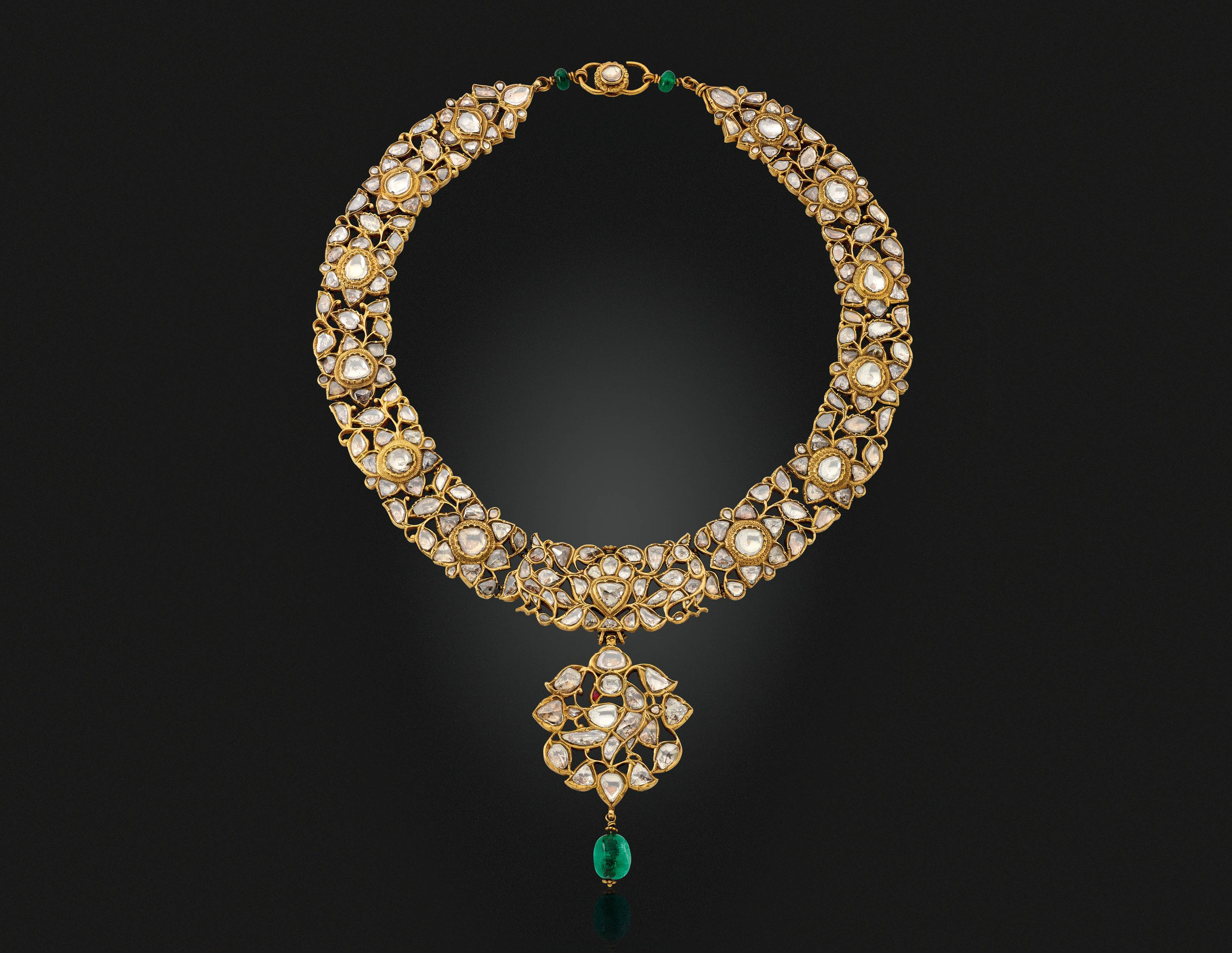 AN ANTIQUE DIAMOND, EMERALD AND RUBY NECKLACE