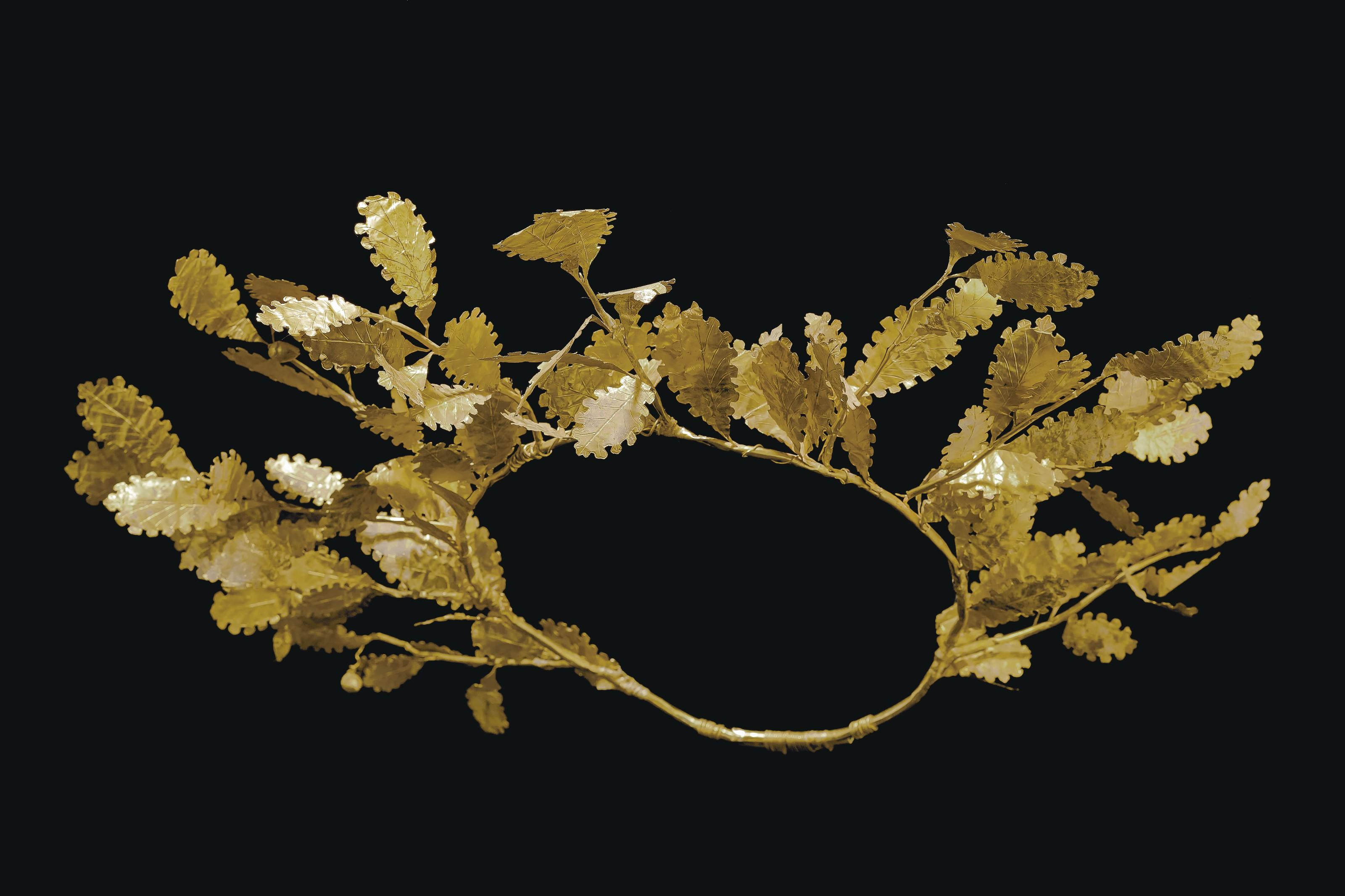 A GREEK GOLD OAK WREATH