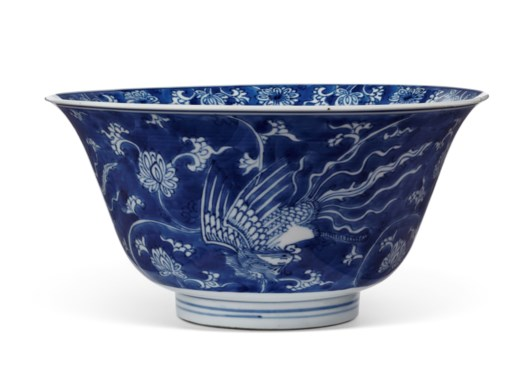 A BLUE AND WHITE REVERSE DECORATED 'PHEONIX' BOWL