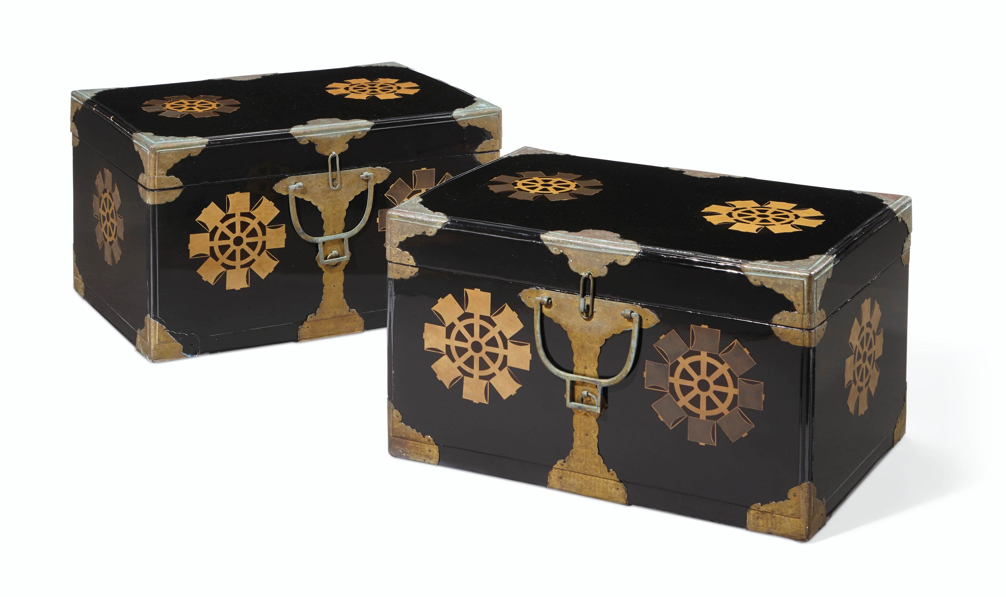 A PAIR OF JAPANESE GILT AND BLACK LACQUER BOXES AND COVERS