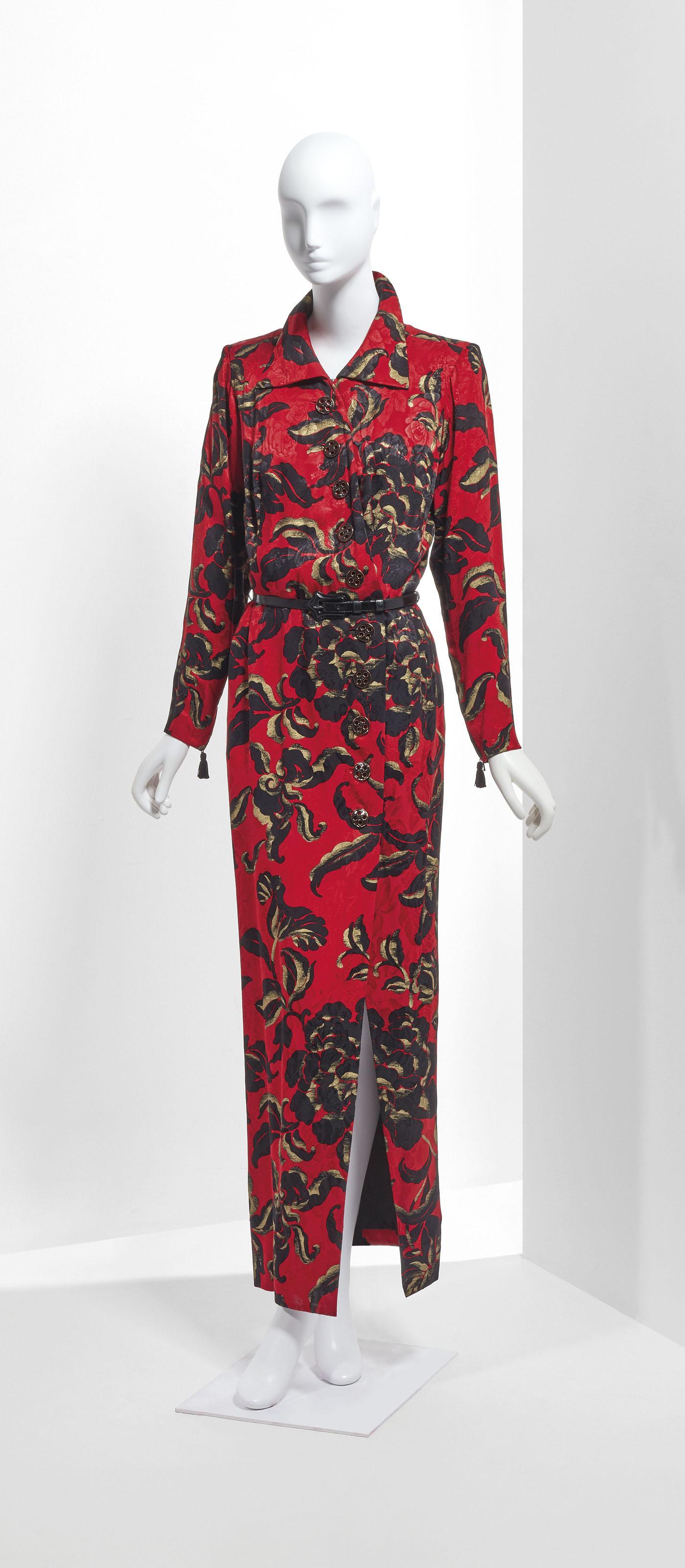 Yves Saint Laurent Haute Couture Automne Hiver 1994 1995 Robe De Soir Long De Crepe Imprime Chinois Feu Or Et Noir 20th Century Textiles Costume Christie S