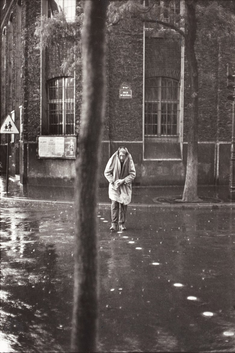 Henri Cartier-Bresson (1908-2004), Alberto Giacometti, rue d'Alésia, Paris, 1961. Imagesheet 40 x 30  cm (15¾ x 11⅞  in). Estimate €10,000-15,000. Offered in Photographies on 5 November 2019 at Christie's in Paris