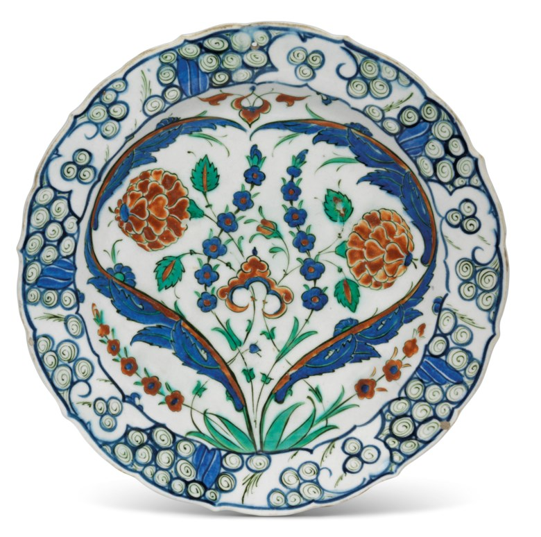 An Iznik pottery dish, Ottoman Turkey, circa 1570. 11⅝ in (29.5 cm) diam. Estimate £20,000-30,000. Offered in Art of the Islamic and Indian Worlds Including Oriental Rugs and Carpetson 25 June 2020 at Christie's in London