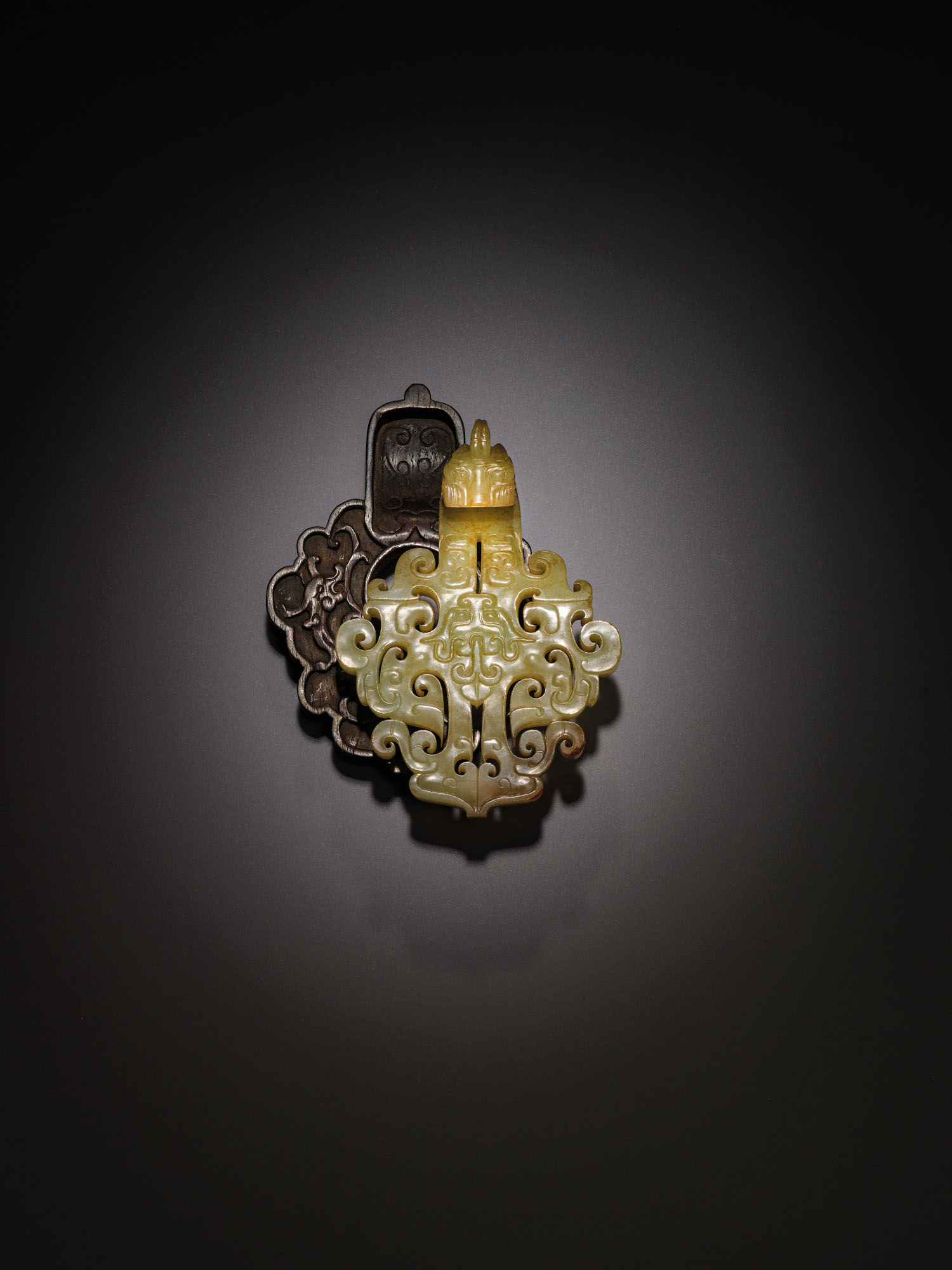 AN EXCEPTIONALLY RARE AND IMPORTANT YELLOW JADE BELT HOOK, DAIGOU