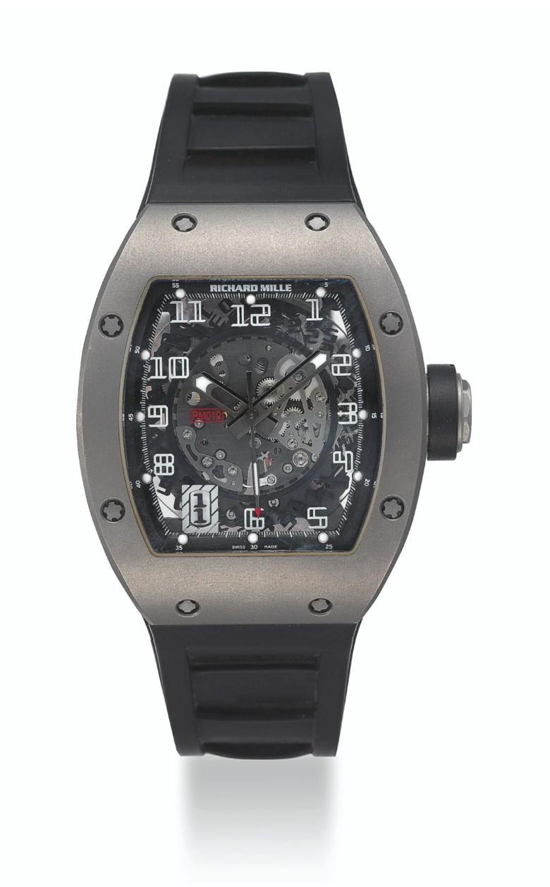 "Richard Mille,""Ginza collection""限量版钛金属腕表。直径:39毫米宽,长48毫米。估价:50,000 – 80,000美元。此拍品将于2020年10月15至29日在Watches Online Dubai Edit网上拍卖中呈献"