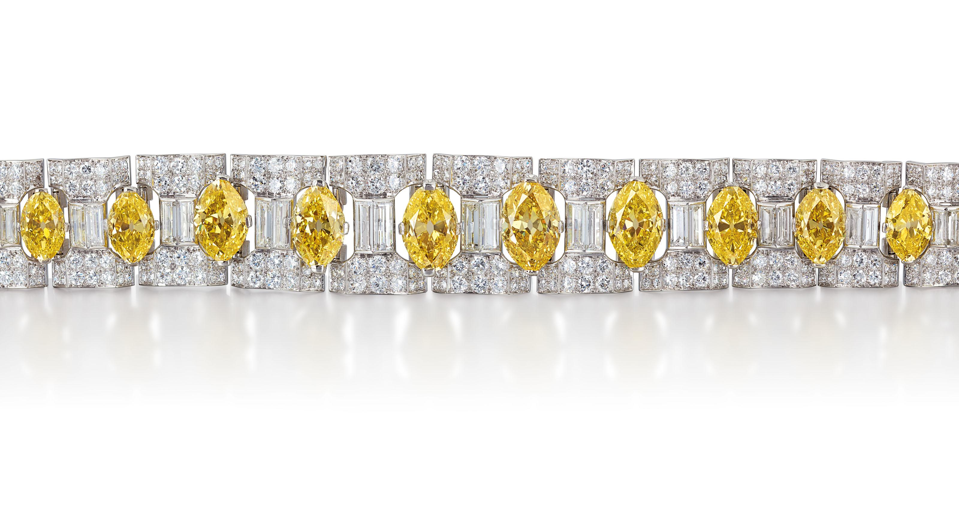 COLOURED DIAMOND AND DIAMOND RING