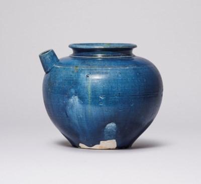 A BLUE-GLAZED POURING VESSEL
