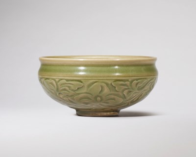 A CARVED YAOZHOU 'FLORAL' BOWL