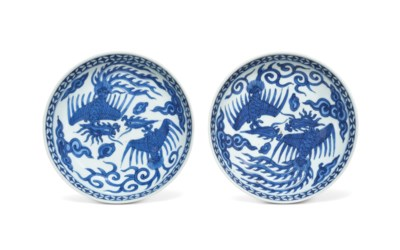 A PAIR OF BLUE AND WHITE 'PHOE