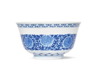 A BLUE AND WHITE 'PEONY' BOWL
