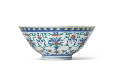 A DOUCAI 'FLORAL BOUQUET' BOWL